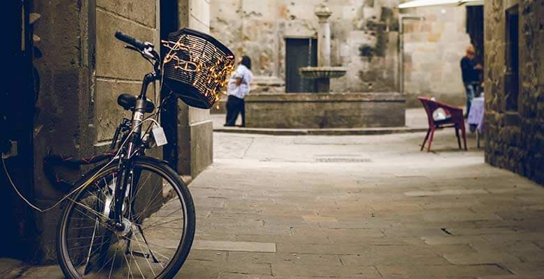 Bicycle in quaint alley