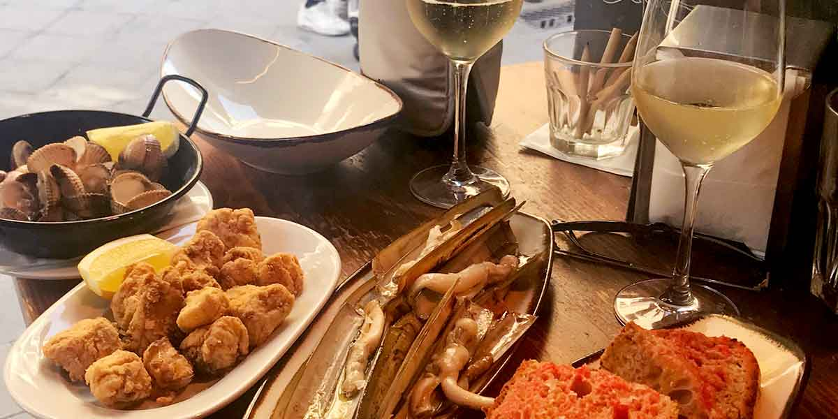Authentic Private Tapas Tour: Barcelona Wine and Flavors